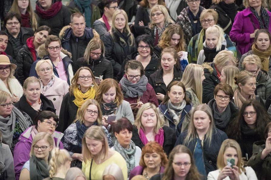 Kauppakeskus Valkeassa järjestettiin naisten ilta maaliskuussa, ja Kesäkadun sulkemisesta syntyi kohu. Nyt lupaa haetaan miestentapahtumalle.