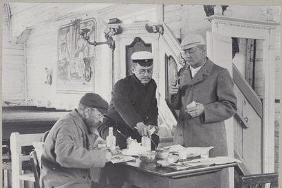 Taideaarteet olivat jo häviämisen partaalla, kun retkikunta tuli niitä Oulun seudulle etsimään – Mikael Toppeliuksen kirkkomaalaukset pelastuivat viime hetkellä