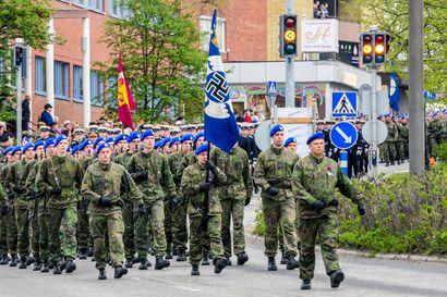 """Hakaristi esti saksalaisia osallistumasta lippujuhlan päivän seremoniaan Rovaniemellä – """"Saksalaiset sotilaat eivät voi seisoa sellaisen lipun edessä"""""""