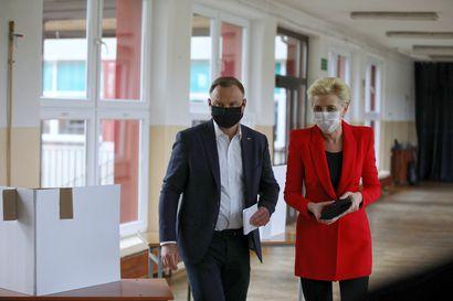 Puolan presidentti Duda valittiin jatkokaudelle äärimmäisen täpärässä vaalissa