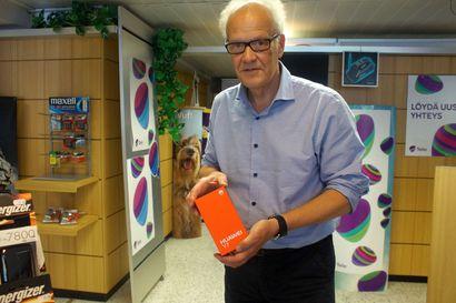 Kännykkäkauppa kiihtyy ennen kouluvuoden alkua Pudasjärvellä – yksi merkki ylitse muiden
