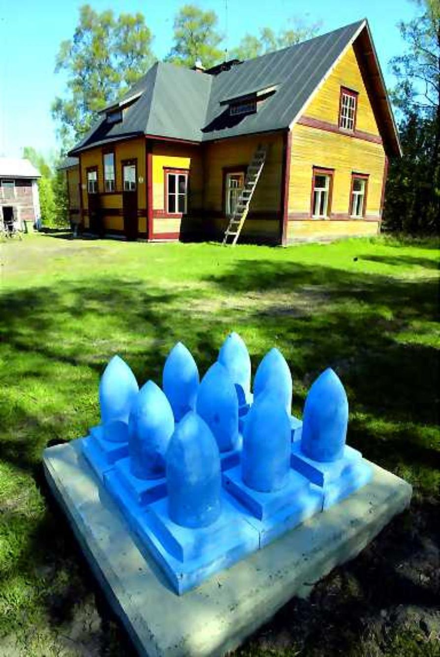 Puisto veistoksille. Galleristi Erkki Halvarin vetämänä Saarelan veistospuistoon on muotoutumassa omaleimainen paikka ulkoiluun ja yhdessäoloon.