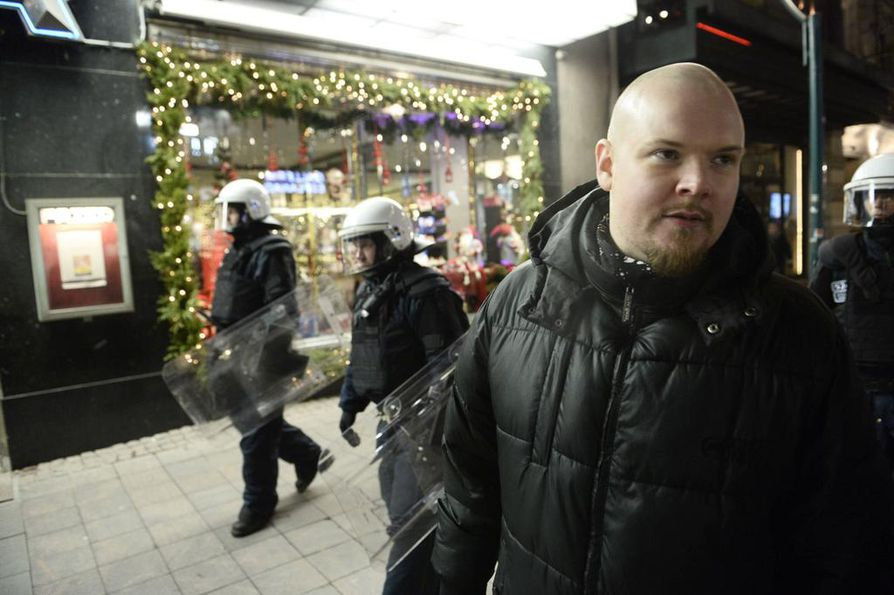 Iso H osallistui mielenosoitukseen Linnan ulkopuolella itsenäisyyspäivänä.