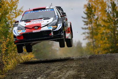 Rovanperän unelmat murskaksi – Latvalan johtama Toyota silti kiinni Suomen MM-rallin voitossa