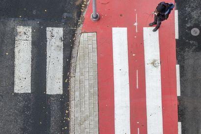 """Uutta Mäntylän baanaa pääsee jo polkemaan 700 metrin matkan – kaikki pyöräilijät eivät noudata työmaiden kiertoteitä: """"Osa ihmisistä ei halua käyttää opastettua kiertoreittiä, vaan he menevät mistä haluavat"""""""