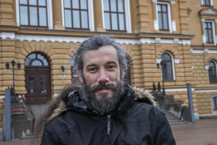 Käräjäoikeus tuomitsi kaupunginvaltuutettu Junes Lokan (asyl.) 50 päiväsakon rangaistukseen kiihottamisesta kansanryhmää vastaan.