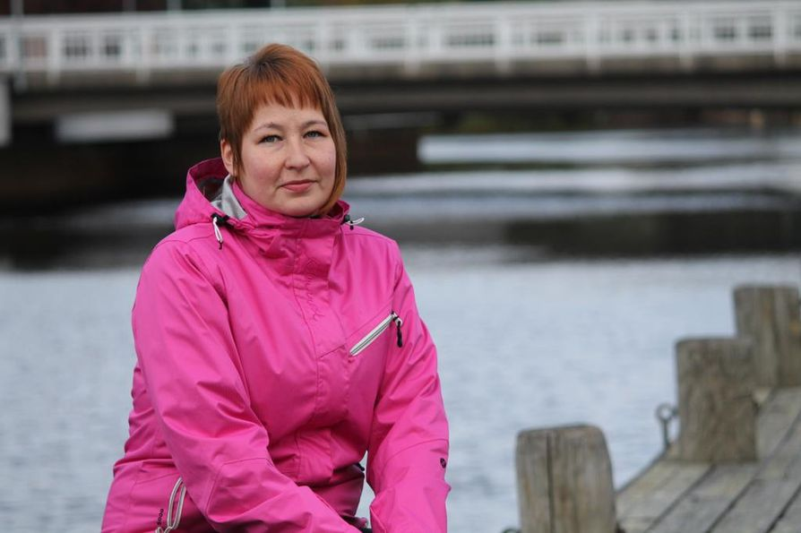Oululainen Mari Lohilahti pyörittää Facebookissa ryhmää, jonka tarkoituksena on auttaa hädässä ja tuoda iloa oululaisille ihmisille.