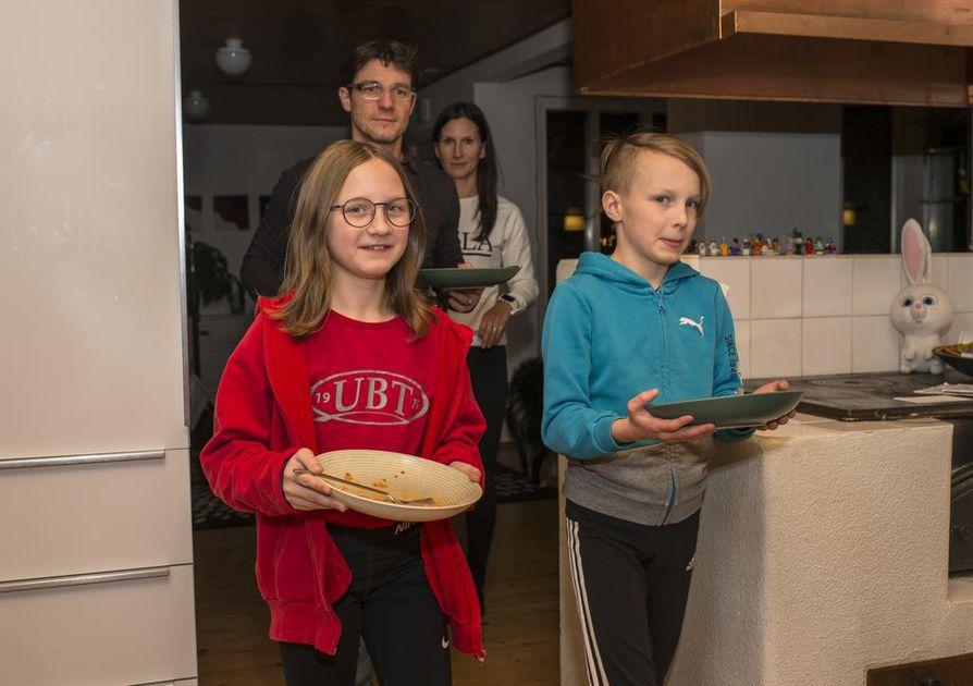 Hyvää oli! Koko Strickerin perhe on tottunut syömään yhdessä paitsi päivällisen myös iltapalan ja usein aamupalankin.
