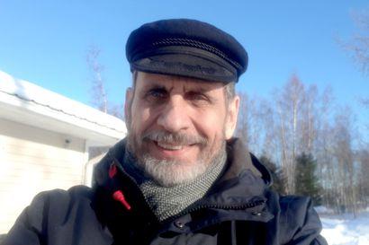 """Kirjailija Joni Skiftesvik kirjoittaa edelleen, mutta työtahti on leppoistunut – """"Se tuntuu ylelliseltä"""""""