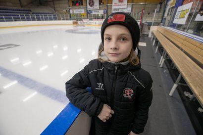 Aikuinen valmentaja haukkui junnutuomarin Raahessa – 11-vuotias Veikka passitti valmentajan katsomoon