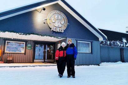 """Natalia ja Kaj Henriksson matkustivat koronarajoituksista huolimatta Lappiin – perillä odotti yllätys: """"Olen pohtinut, olenko hyvis vai pahis, kun lähdimme matkaan"""""""