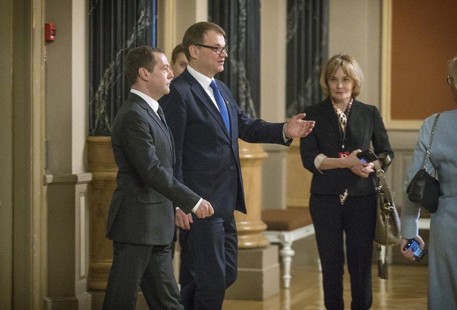 Pääministerit Dmitri Medvedev ja Juha Sipilä (kesk.) tapaavat Oulussa.