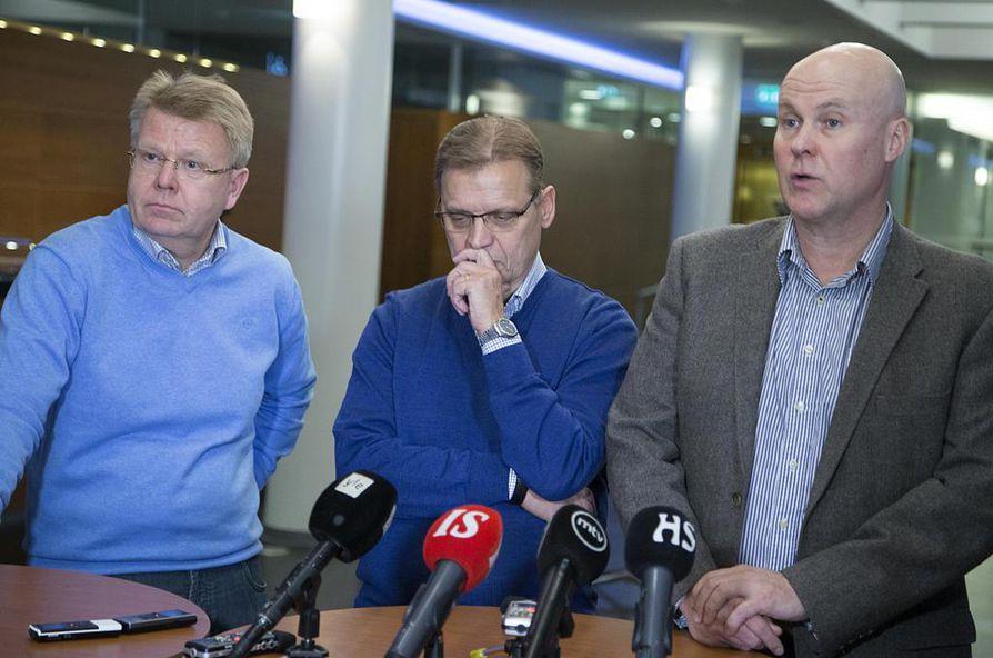 EK:n Jyri Häkämies (vas.) ja  SAK:n Lauri Lyly sekä STTK:n Antti Palola.