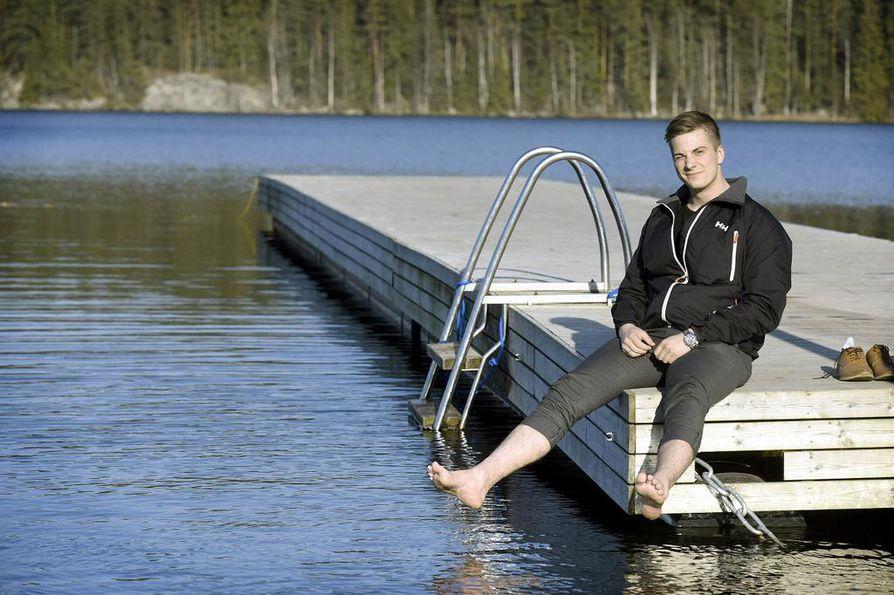 Santeri Närhi viihtyy Temptation Islandin jälkeen tamperelaisissa rantamaisemissa.