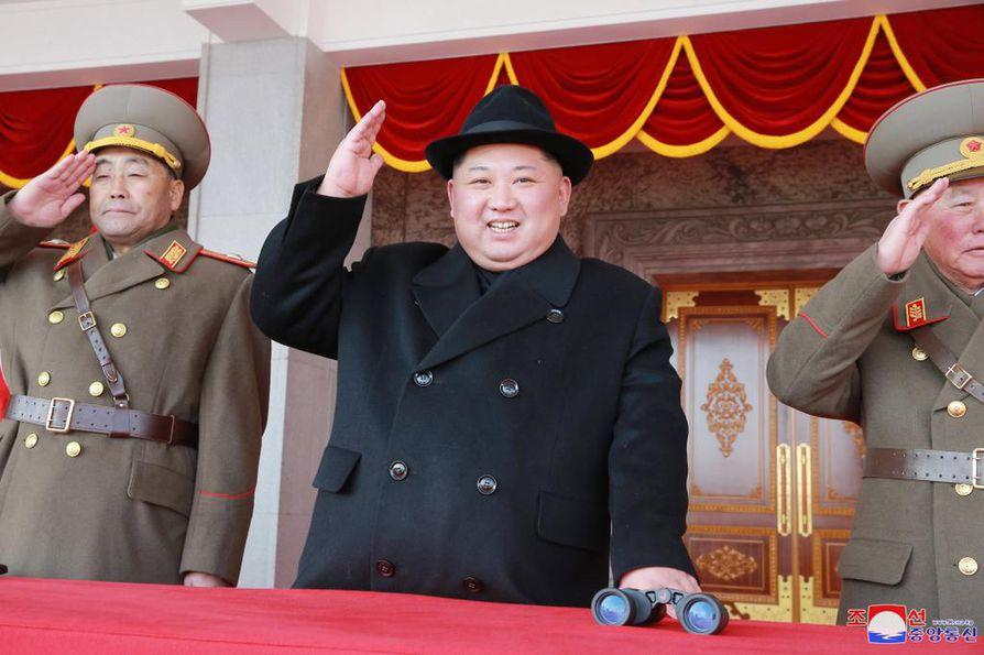 Pohjois-Korean johtajan Kim Jong-unin (kesk.) on määrä tavata Yhdysvaltain presidentti Donald Trump.