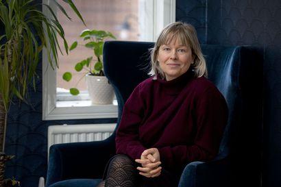 Pauliina Vanhatalo avaa vielä kerran oven maailmaansa – trilogian päättävä uutuuskirja sijoittuu kirjailijan kotikaupunkiin Raaheen