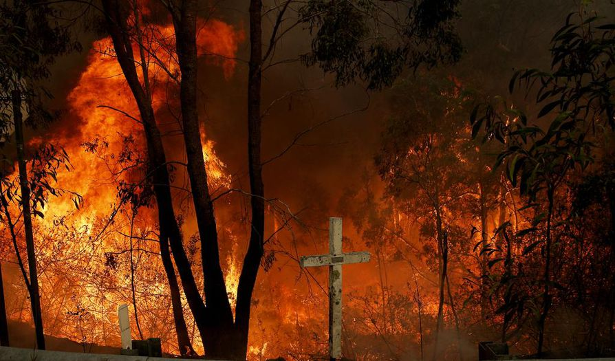 Australian itärannikolla roihuavat pensaspalot voivat jatkua viikkoja kuivan ja lämpimän sään takia.