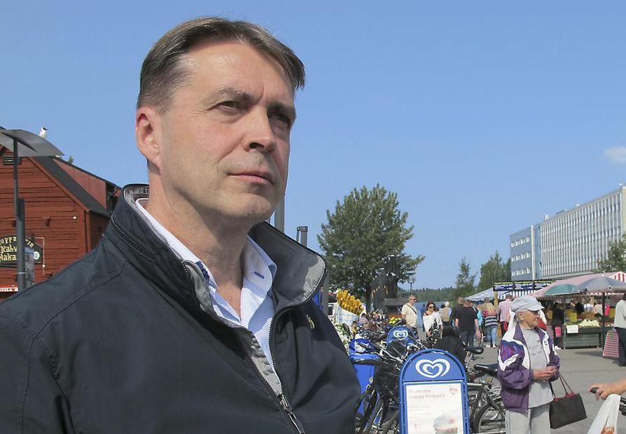 Esa Kauppi on perannut hallituksen sääntelynpurkuesityksiä Arkkitehtiliiton hallituksen kannanottoa varten.