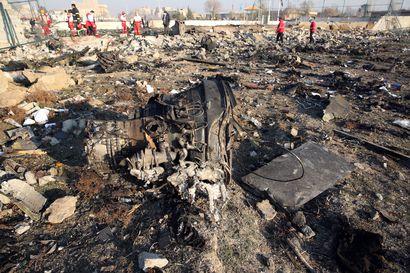 NYT:n julkaisemalla videolla näkyy, kuinka ohjus ilmeisesti osuu lentokoneeseen Iranissa