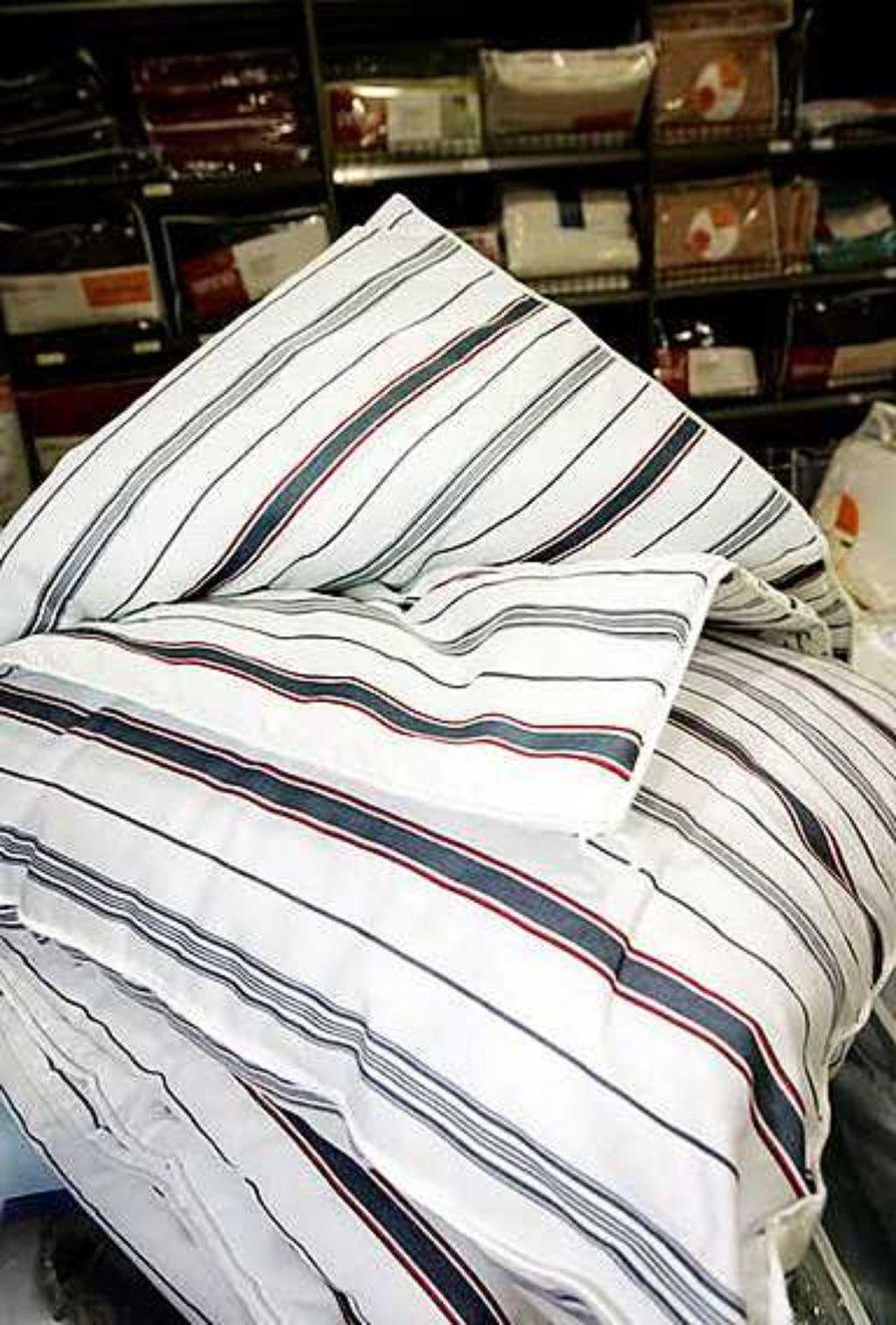 Jätä vuode hetkeksi aamuisin petaamatta ja anna peiton tuulettua, jotta kosteus haihtuu niin peitosta kuin vuoteestakin. Muista myös pestä peitto vähintään kerran vuodessa.
