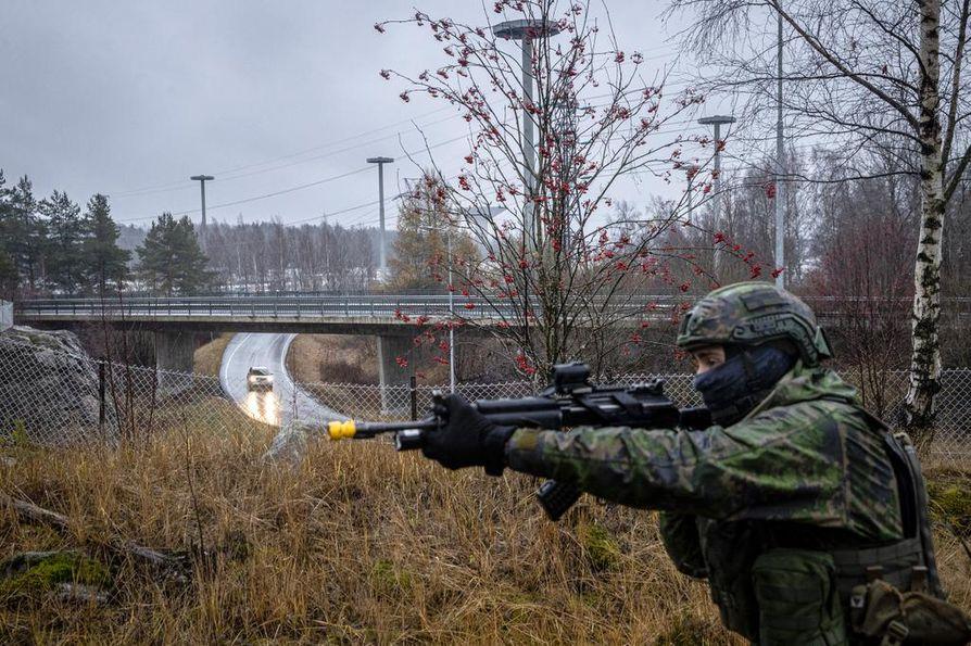 Kaupunkiympäristö korostuisi uudessa talvisodassa. Kuva on puolustusvoimien meneillään olevasta pääsotaharjoituksesta Kaakko 19:stä.