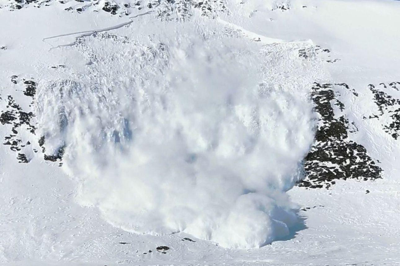 Katso video: Valtava lumivyöry rysähti Ridnijärveen Käsivarressa – Niina Pietikäinen tunsi, miten koko jääkansi heilui jalkojen alla