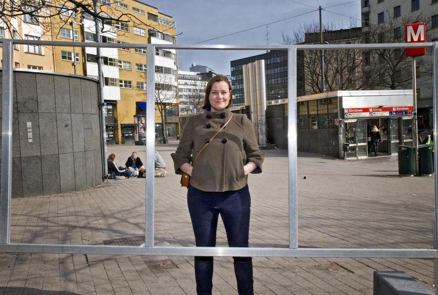 Feministisen puolueen puheenjohtaja Katju Aro sai valtuustopaikan ensimmäisellä yrittämällä.