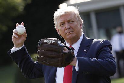 """""""Teen tämän amerikkalaisten suojelemiseksi"""" – Trump taipui perumaan republikaanien puoluekokouksen ja kampanja-avauksen"""