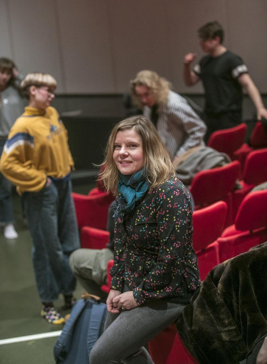 Tulikärpäslyhdyn ensi-illan piti olla tänään. –¿Kaikista Oulu-opiston esityksistä on auki, miten niitä voidaan mahdollisesti esittää myöhemmin, ohjaaja Sanna-Maija Karjalainen sanoo.
