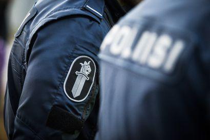 Poliisi tavoitti moottorikelkkaa humalassa ajaneen miehen Luostolla