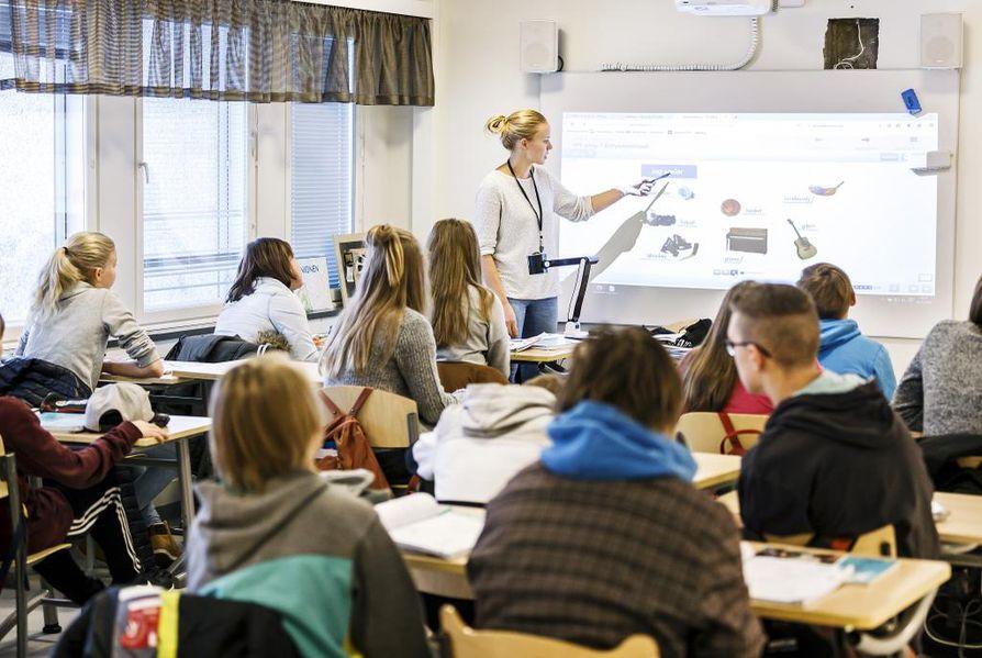 Kiimingissä Jokirannan koululaiset ovat käyneet koulua muun muassa vanhan kunnantalon tiloissa. Kuva marraskuulta 2016.