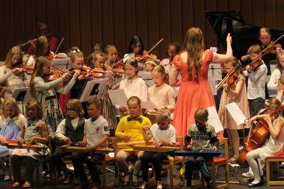 Muskarit tulevat päiväkoteihin – Pellossa ja Rovaniemellä alkaa kokeilu musiikkileikkikouluista osana päivähoitopäivää