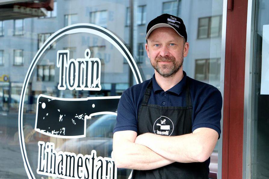 Yrittäjä Juha Riihijärven mukaan liikkeestä saa monipuolisesti lihaa keittolihasta vähän hienompaan pihvilihaan.