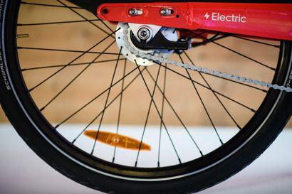 Saako sähköpyörällä ajaa maastossa ilman maanomistajan lupaa? Missä vaiheessa tehokas pyörä rinnastetaan mopoon?
