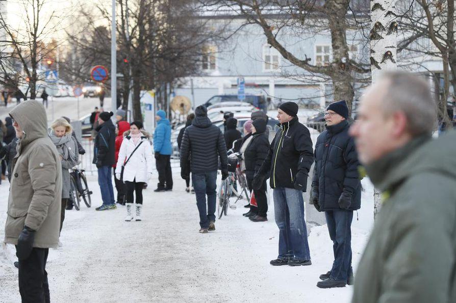 Dmitri Medvedevin vierailu kiinnosti kylmästä talvisäästä huolimatta.