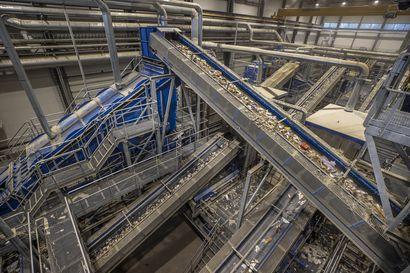 """Pohjois-Suomen ensimmäisellä teollisen mittakaavan jätteiden lajittelulaitoksella jäte lajitellaan koneellisesti – """"Ilman tällaista laitosta ei kovin suuria määriä kierrätyspolttoainetta saataisi"""""""