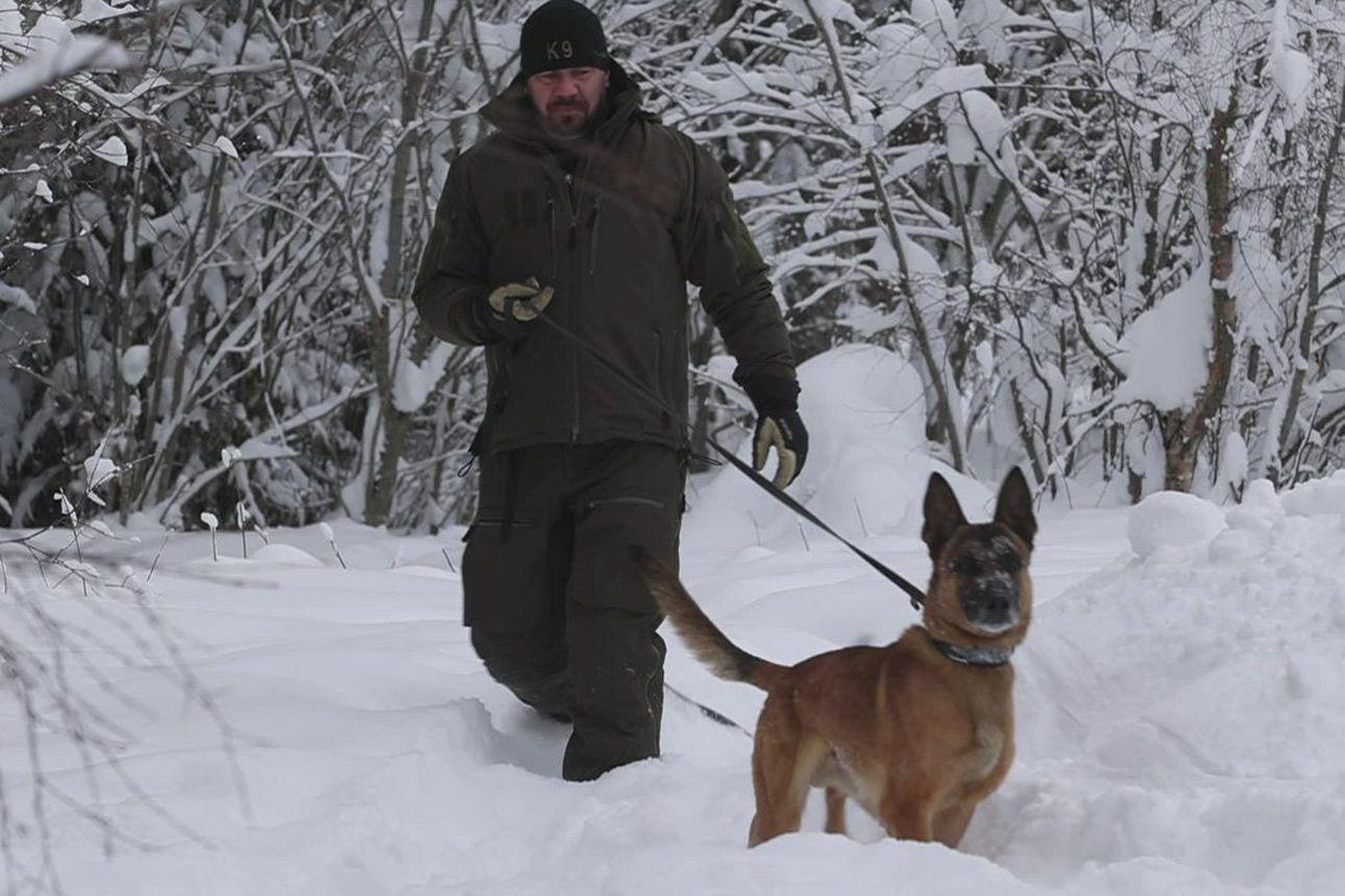 """Oululainen koirapoliisi: """"Kun koira on motivoitunut, se suoriutuu ihan uskomattomistakin jutuista"""""""