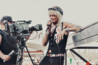 Guns N' Rosesin lämmittelykeikat ja festivaalit siirtyivät tulevaisuuteen – Michael Monroella on nyt aikaa kotoilla ja heittää lauantaina striimikeikka Oulusta