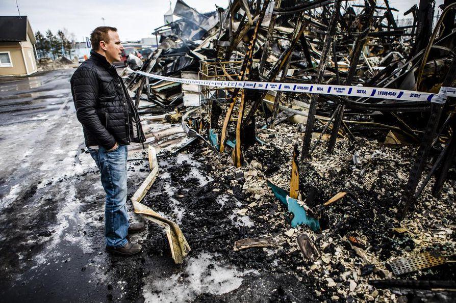 Yrittäjä Kari Rautionaho näki tuhon laajuuden kokonaisuudessaan perjantaina. Hän oli palon syttyessä Tampereella, missä hän joutui seuraamaan karmeaa tilannetta kännykän välityksellä.
