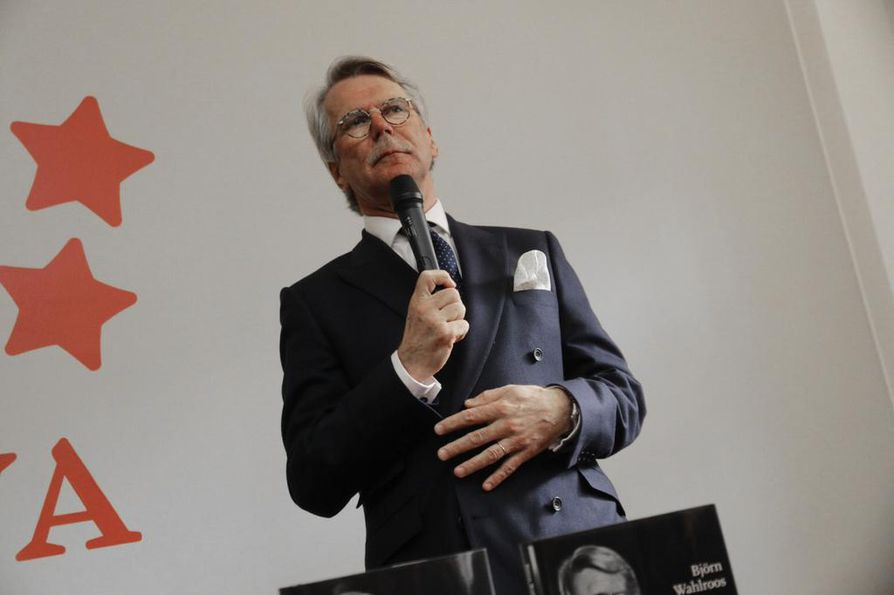 Panama-tietovuodot kertoivat muun muassa Nordean asiakkaiden hallintayhtiöistä Panaman kaltaisissa veroparatiiseissa. Nordean hallituksen puheenjohtajan Björn Wahlroos sanoi, että hänen on vaikea ymmärtää, mitä Nordeassa olisi voitu tehdä hirveän paljon toisin.