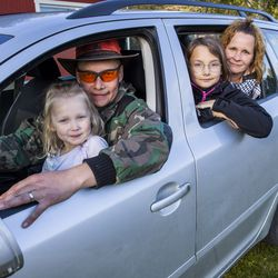 Auto on välttämätön kulkuväline, jos julkinen liikenne on olematonta – Kilpimaan perheessä tankkaamiseen kuluu enemmän rahaa kuin asumiseen