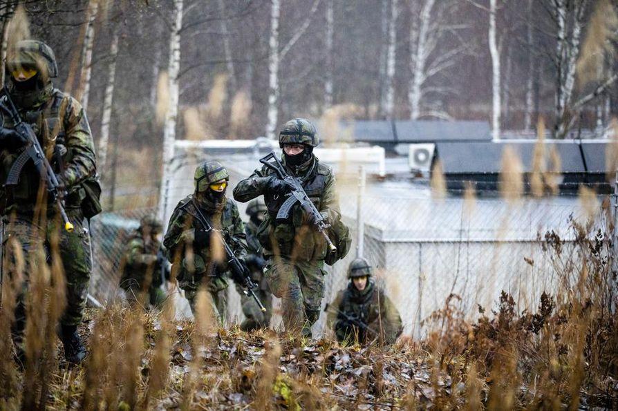 Ainakin Suomen armeija on varusteltu paljon paremmin kuin loppuvuonna 1939. Kuva on puolustusvoimien meneillään olevasta pääsotaharjoituksesta Kaakko 19:stä.