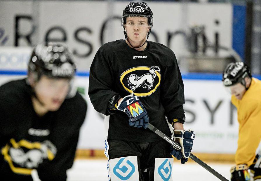 Julius Junttila johdatti Kärpät Suomen mestaruuteen keväällä 2018. Laitahyökkääjä aikoo toistaa saman tempun tällä kaudella.
