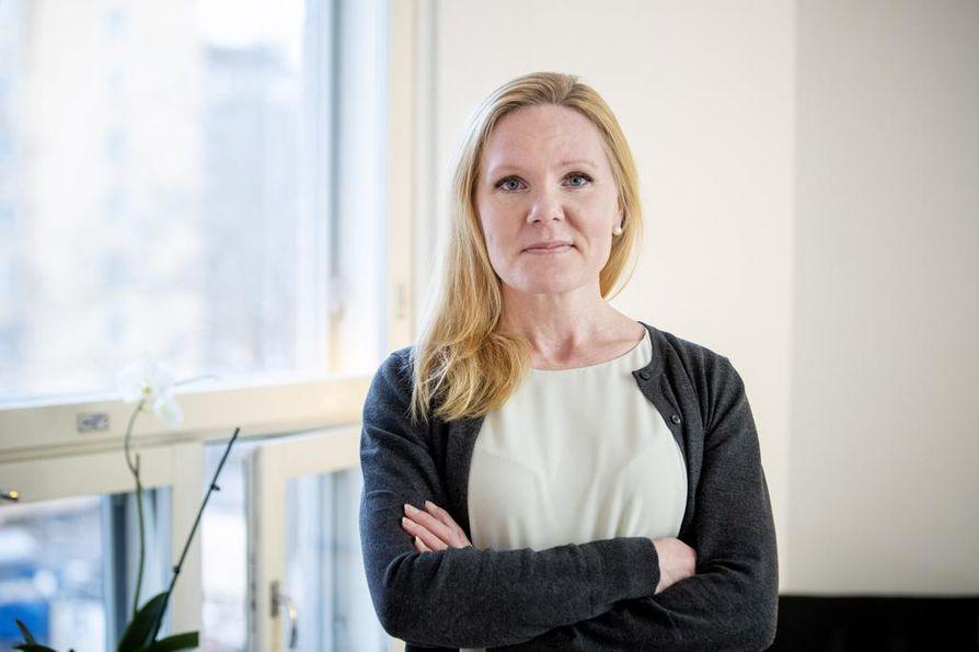 Lapsiasiavaltuutettu Elina Pekkarisen mielestä lapsen omia näkemyksiä pitäisi tukea hänen katsomuksellisessa kasvatuksessaan viisaalla ja herkällä tavalla.