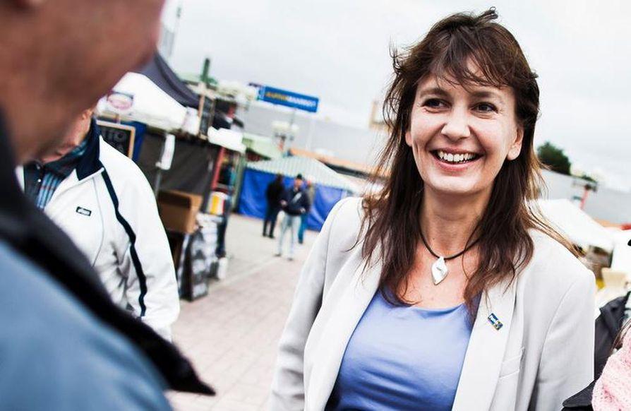 Riikka Slunga-Poutsalon mukaan perussuomalaisten heikko kannatus naisten keskuudessa johtuu osin puolueen asialinjasta.