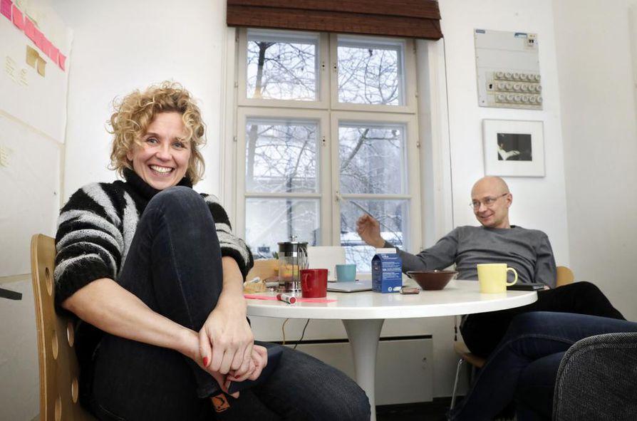 Merja Aakko ja Mika Ronkainen ovat tunteneet toisensa kouluvuosista asti. Ehkä siksi tv-draaman käsikirjoittaminen sujui saumattomasti.