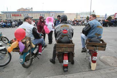 Mopoilu nostattaa tunteita - Liikenneturvallisuus oli puheenaiheena Lumijoen nuokkarilla keskiviikkona