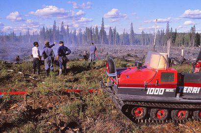 Metsäpalojen sammutus ammattilaisten huostassa – metsien tullessa taloudellisesti tärkeiksi viime vuosisadan alkupuolella alettiin huolestua metsäpaloista