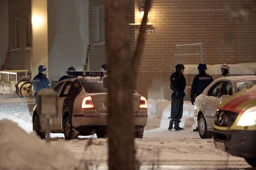 Tuirassa kaksi miestä tappanut mies sai itse surmansa poliisin ampumista luodeista myöhemmin Myllyojalla.