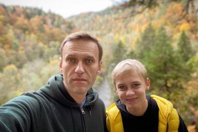 Edes myrkytys ei hiljentänyt Aleksei Navalnyia – politikointi jatkuu somessa samalla, kun oppositiovaikuttaja viettää terveellistä elämää Saksassa